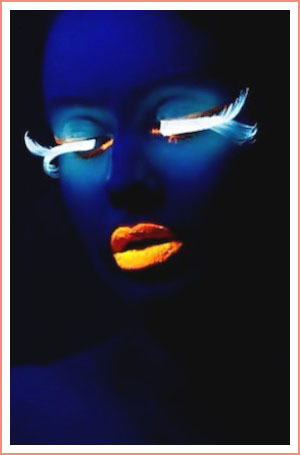 glow-in-the-dark-makeup-lips