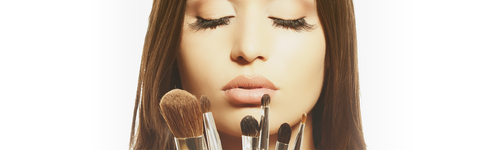Top 5 Makeup Brushes Every Woman Should Own (And How To Use Them)